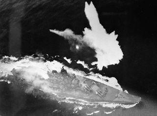 Battleship_Yamato_sinking