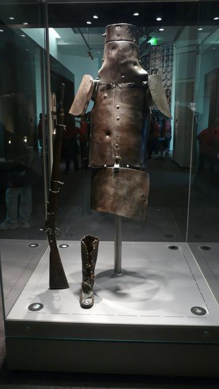 Ned_kelly_armour_library